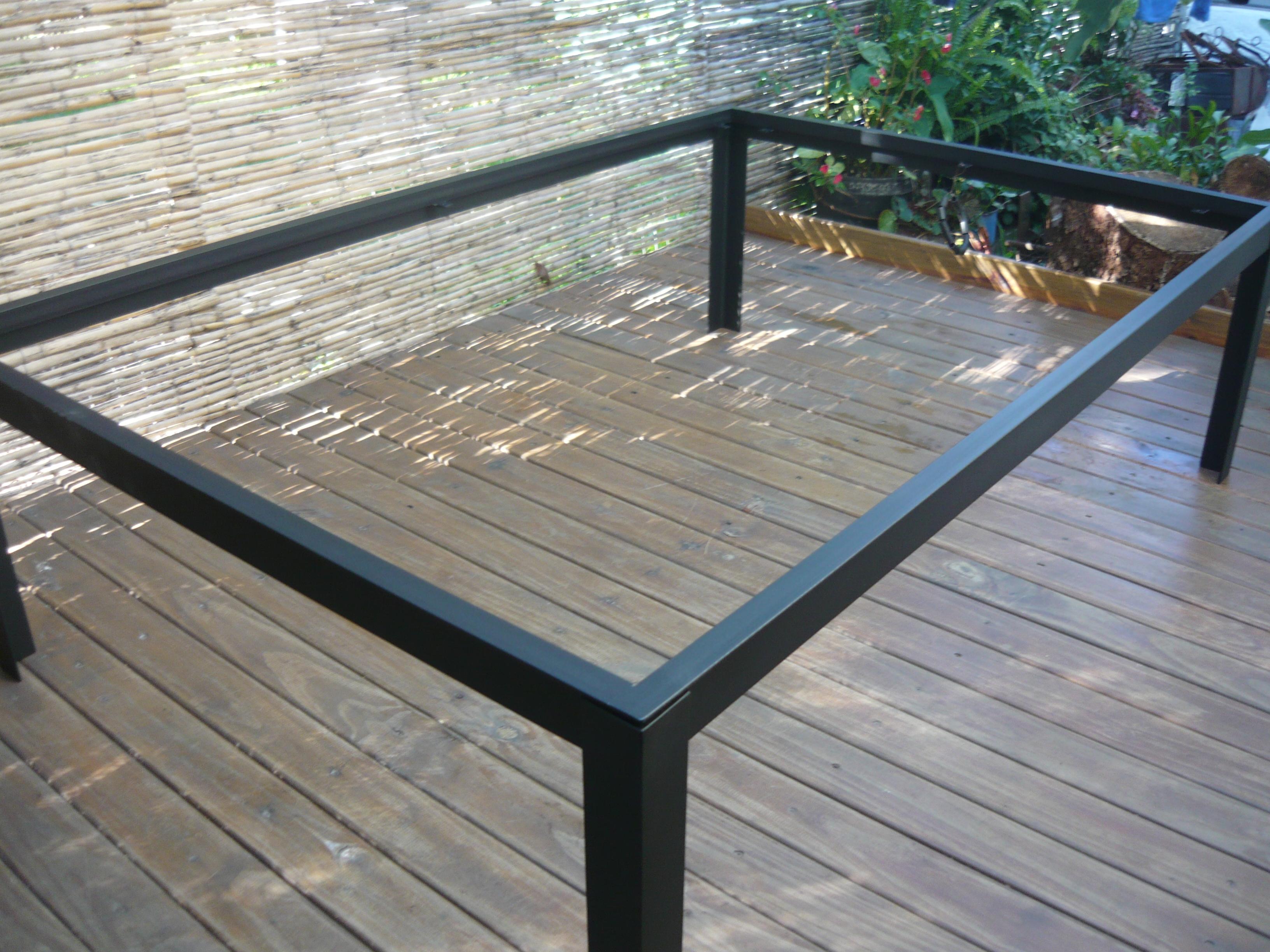 Mesas errege hierros for Camastros de hierro para jardin
